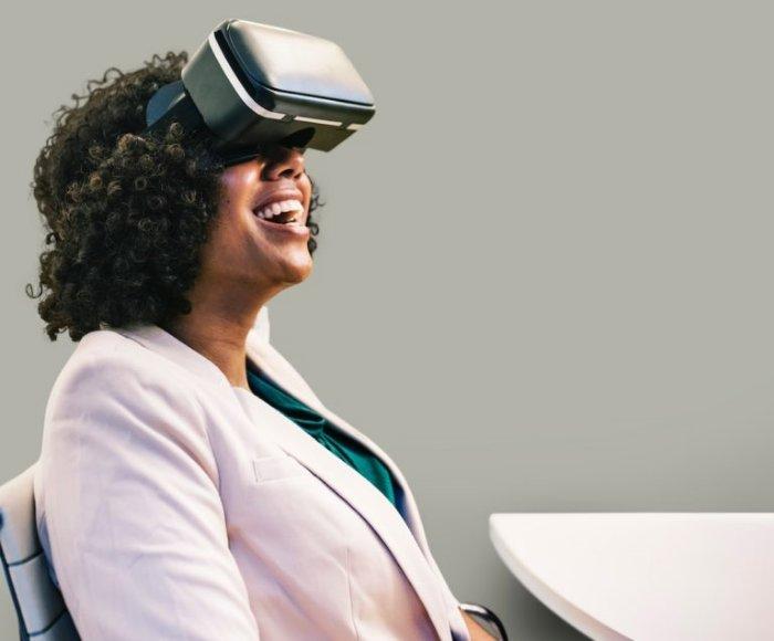 Mit einer VR-Brille ein Haus kaufen: Utopie oder Realität? (Foto: rawpixel, Unsplash)